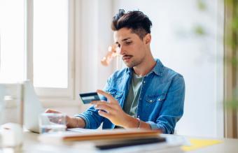 Man doing online shopping