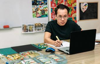 taking an online art class