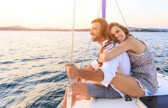 couple traveling with yacht