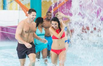 couple at water park