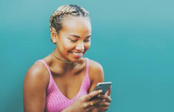 How to Flirt Over Text: Cute & Clever Examples