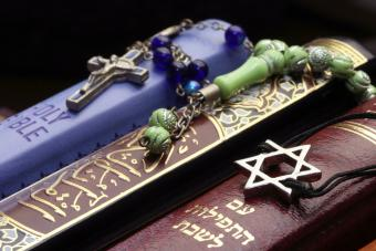 Christianity, Islamism and Judaism : 3 monotheistic religions