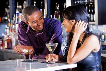 woman complimenting man at a bar