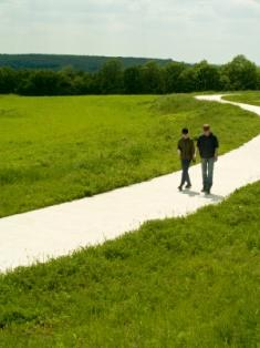 couple walking together showing relationship tips
