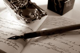 A fountain pen to write love poems in a notebook