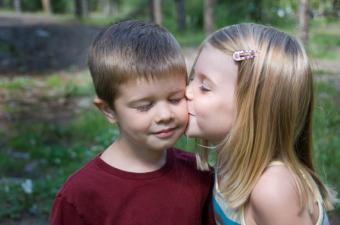 https://cf.ltkcdn.net/dating/images/slide/86542-850x563-innocent_kisses.jpg