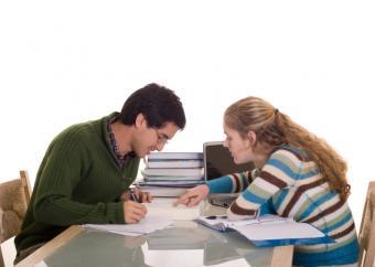 https://cf.ltkcdn.net/dating/images/slide/86564-822x584-college_couple.jpg