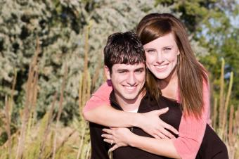 https://cf.ltkcdn.net/dating/images/slide/86568-849x565-playful_couple.jpg