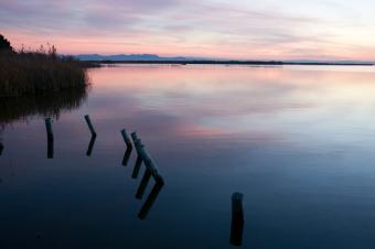 https://cf.ltkcdn.net/dating/images/slide/86608-849x565-Lagoon_sunset.jpg