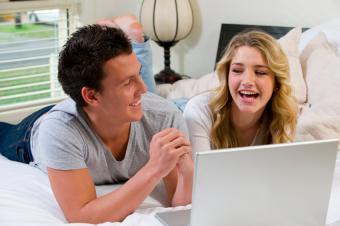https://cf.ltkcdn.net/dating/images/slide/86748-850x565-Couples_in_Love_Images_3.jpg