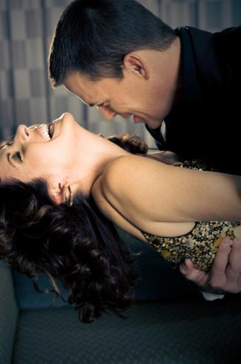 https://cf.ltkcdn.net/dating/images/slide/86749-565x850-Couples_in_Love_Images_4.jpg
