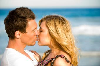 https://cf.ltkcdn.net/dating/images/slide/86754-850x565-Couples_in_Love_Images_9.jpg