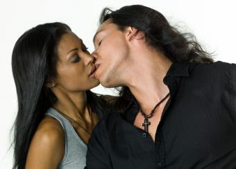 https://cf.ltkcdn.net/dating/images/slide/86760-818x587-Passionate_Ways_to_Kiss_5.jpg