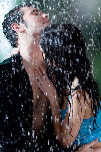 https://cf.ltkcdn.net/dating/images/slide/86763-566x848-Passionate_Ways_to_Kiss_8.jpg
