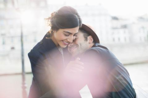Body Language Clues When Falling in Love | LoveToKnow