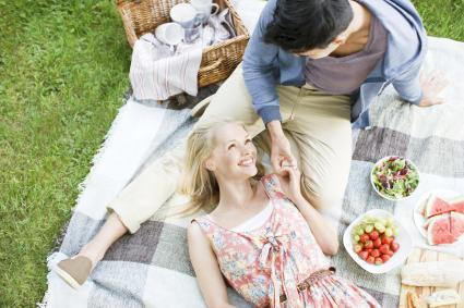 Young couple enjoying picnic