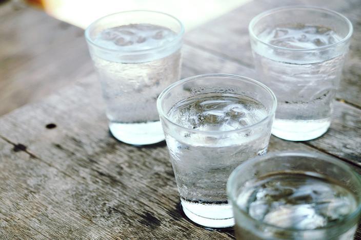 https://cf.ltkcdn.net/diet/images/slide/217656-704x469-Drink-Water-Before-Meals.jpg