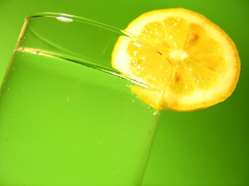 https://cf.ltkcdn.net/diet/images/slide/86320-800x600-Lemon_Water_Slide_2.JPG