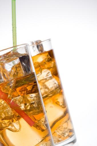https://cf.ltkcdn.net/diet/images/slide/131392-566x848r1-Rum-and-coke.jpg