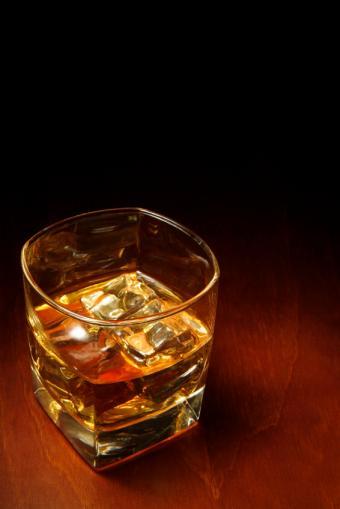 https://cf.ltkcdn.net/diet/images/slide/131393-566x848r1-whiskey.jpg