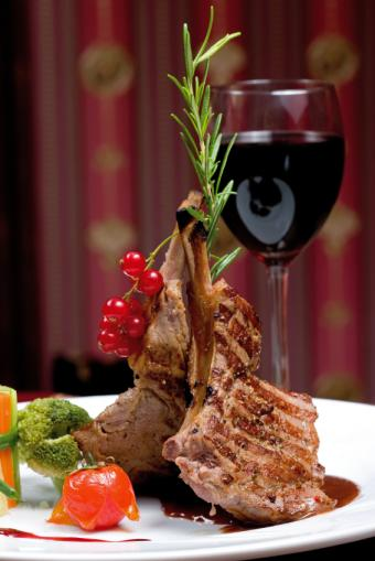 https://cf.ltkcdn.net/diet/images/slide/131399-566x848r1-Chops-and-wine.jpg