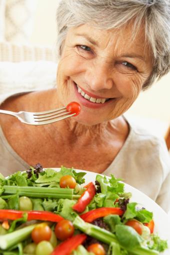 https://cf.ltkcdn.net/diet/images/slide/137910-566x848r1-salad.jpg