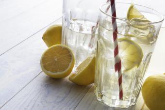 10 Reasons to Drink Lemon Water