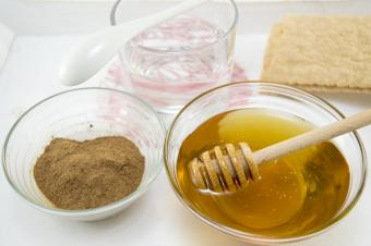 How to Lose Weight Using Cinnamon Powder and Honey