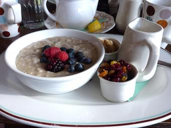 Fiber breakfast with oatmeal, berries and dried fruit