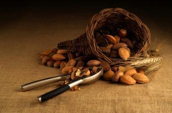 https://cf.ltkcdn.net/diet/images/slide/86274-850x559-Nuts.jpg