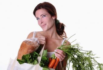 https://cf.ltkcdn.net/diet/images/slide/86326-838x573-Woman_With_Groceries_Slide_7.JPG