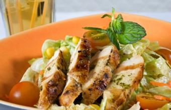 https://cf.ltkcdn.net/diet/images/slide/86351-432x278-grilled_chicken_salad.jpg