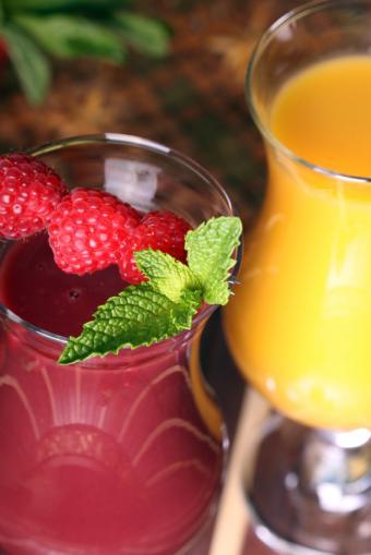 https://cf.ltkcdn.net/diet/images/slide/86402-566x848-Fruit_Smoothie.jpg