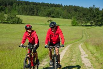 https://cf.ltkcdn.net/diet/images/slide/86427-800x533-Biking_buddy.jpg