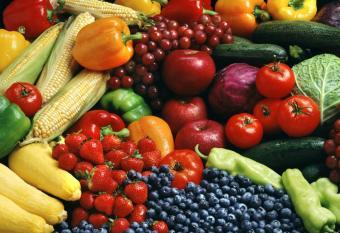 https://cf.ltkcdn.net/diet/images/slide/86449-837x573-fruitsandveggies.jpg