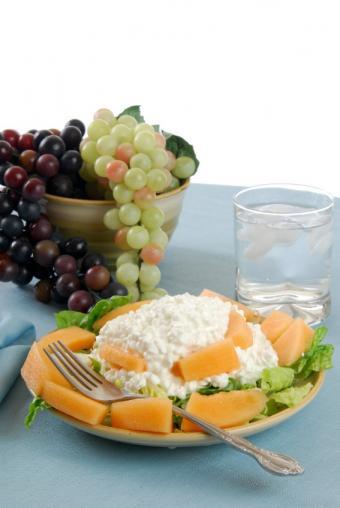 https://cf.ltkcdn.net/diet/images/slide/86451-567x847-lowfatdairy.jpg