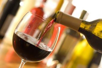 https://cf.ltkcdn.net/diet/images/slide/86464-847x567-Pour_Wine.jpg