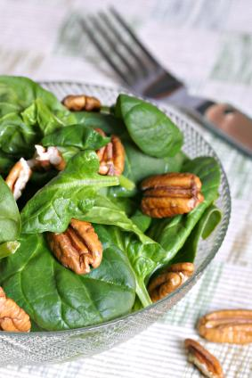 Walnut and spinach salad