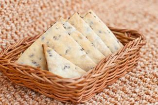 Flaxseed-fig crackers