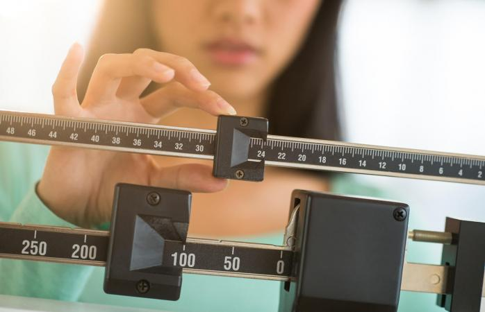 Adjusting weight on a scale