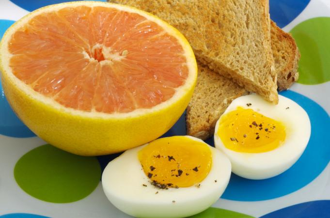 Grapefruit with eggs and toast