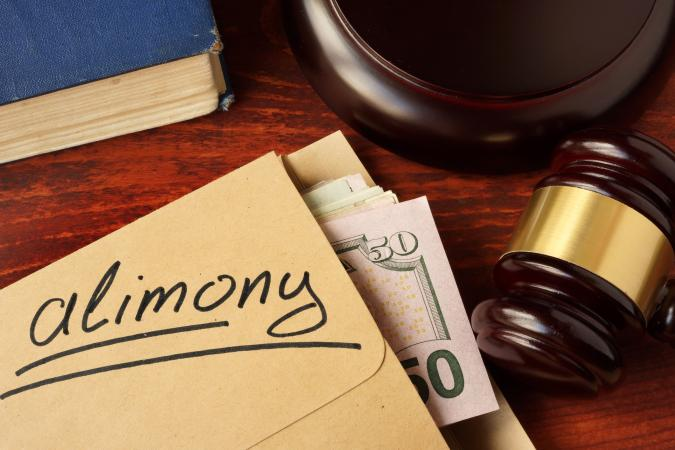 Envelope with alimony money and gavel
