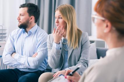Married couple showing ignorance during a therapy session with a psychologist
