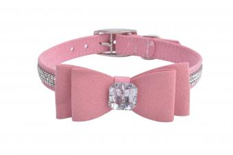 https://cf.ltkcdn.net/dogs/images/slide/248133-850x566-Bingpet-Diamond-Bow-Tie-Pet-Collar.jpg