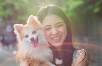 women hugging a cute dog