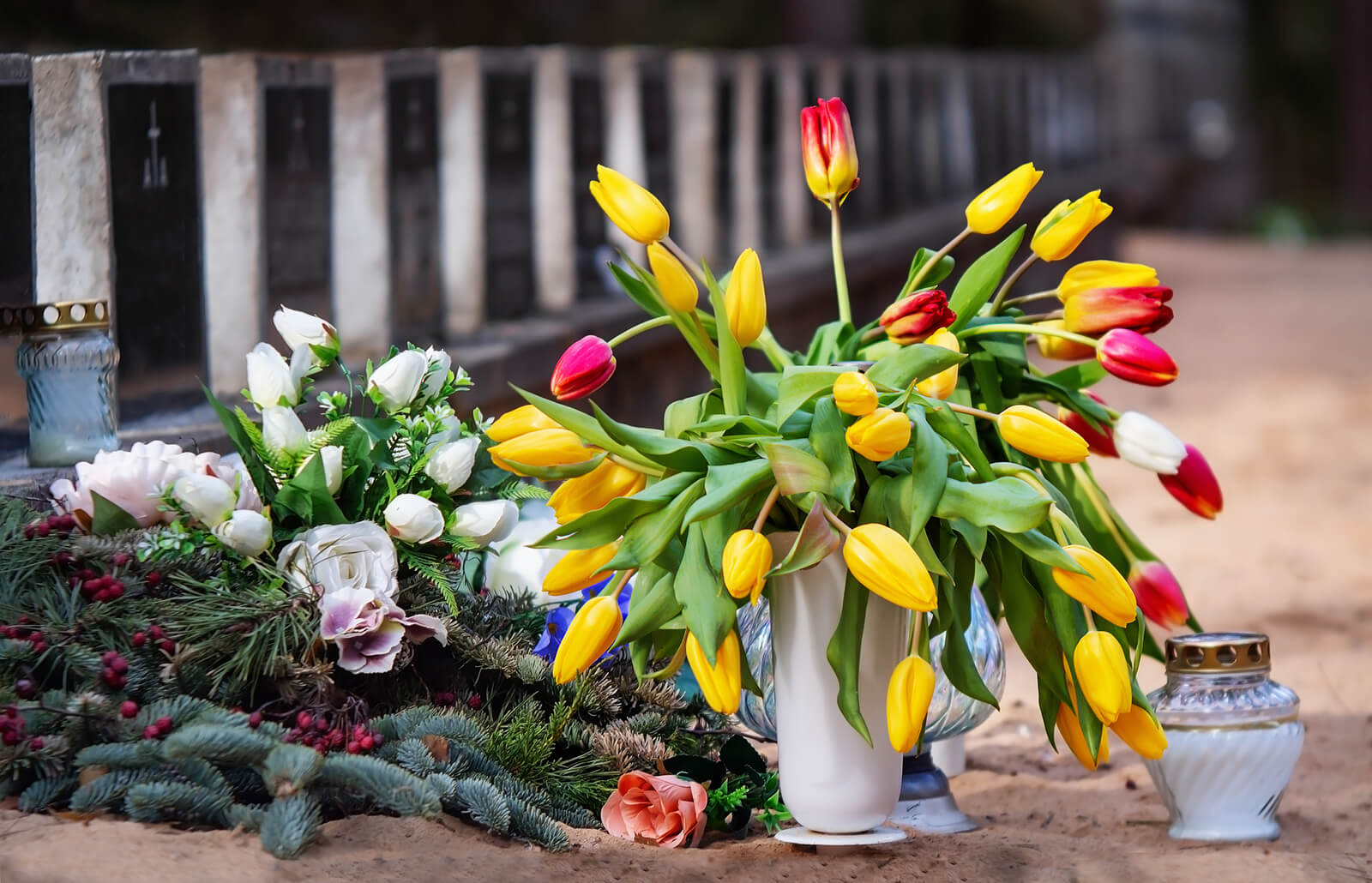 Easy Ways To Secure Flowers In A Cemetery Vase Lovetoknow