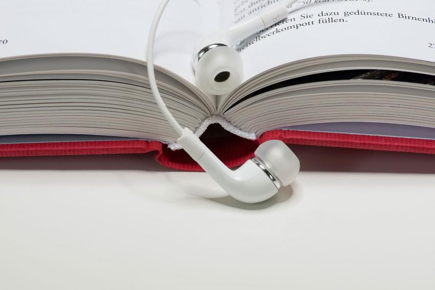 https://cf.ltkcdn.net/dying/images/slide/212973-850x567-audio-headphones.jpg
