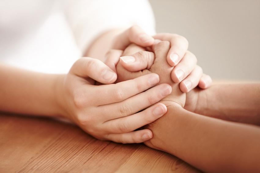 https://cf.ltkcdn.net/dying/images/slide/212986-850x567-Comforting-Hands.jpg