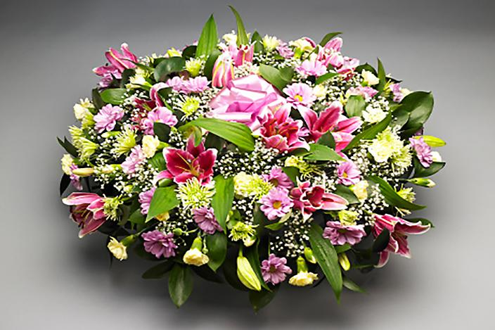 https://cf.ltkcdn.net/dying/images/slide/217278-704x469-Funeral-flower-arrangement.jpg