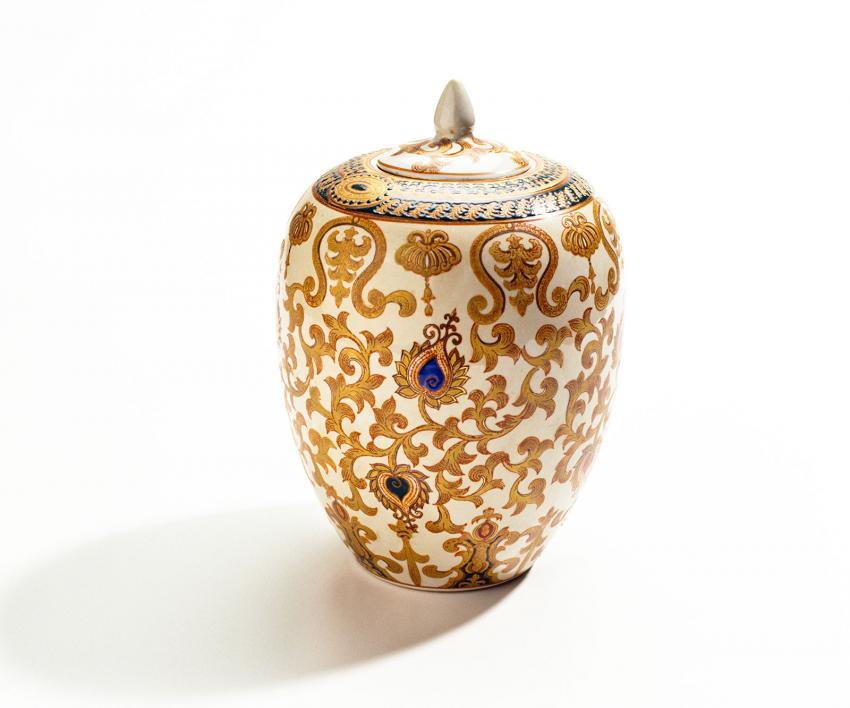 https://cf.ltkcdn.net/dying/images/slide/217898-850x708-patterned-urn.jpg